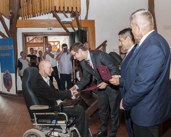 Gulyás Gergely miniszter adta át a megyei kitüntető díjakat
