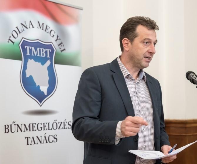 Kábítószerek és drogok címmel tartott konferenciát ma a Tolna Megyei Bűnmegelőzési Tanács a Vármegyeháza dísztermében