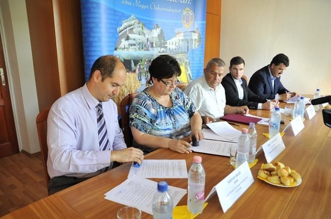 Példaértékű együttműködést kötött a megyei önkormányzat és három vidékfejlesztési társulás